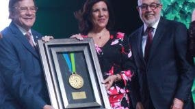 Julio Brache recibió el galardón al Mérito Industrial de la AIRD.