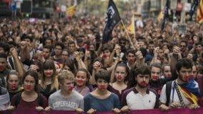 Miles de personas marcharon en  defensa del referendo.