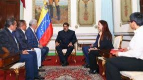 El presidente de Venezuela, Nicolás Maduro,  aseguró que les tendió la mano a los cuatro gobernadores y que trabajará a su lado.