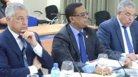 Donald Guerrero, Ramón Cabrera y Luis Reyes en el Senado.