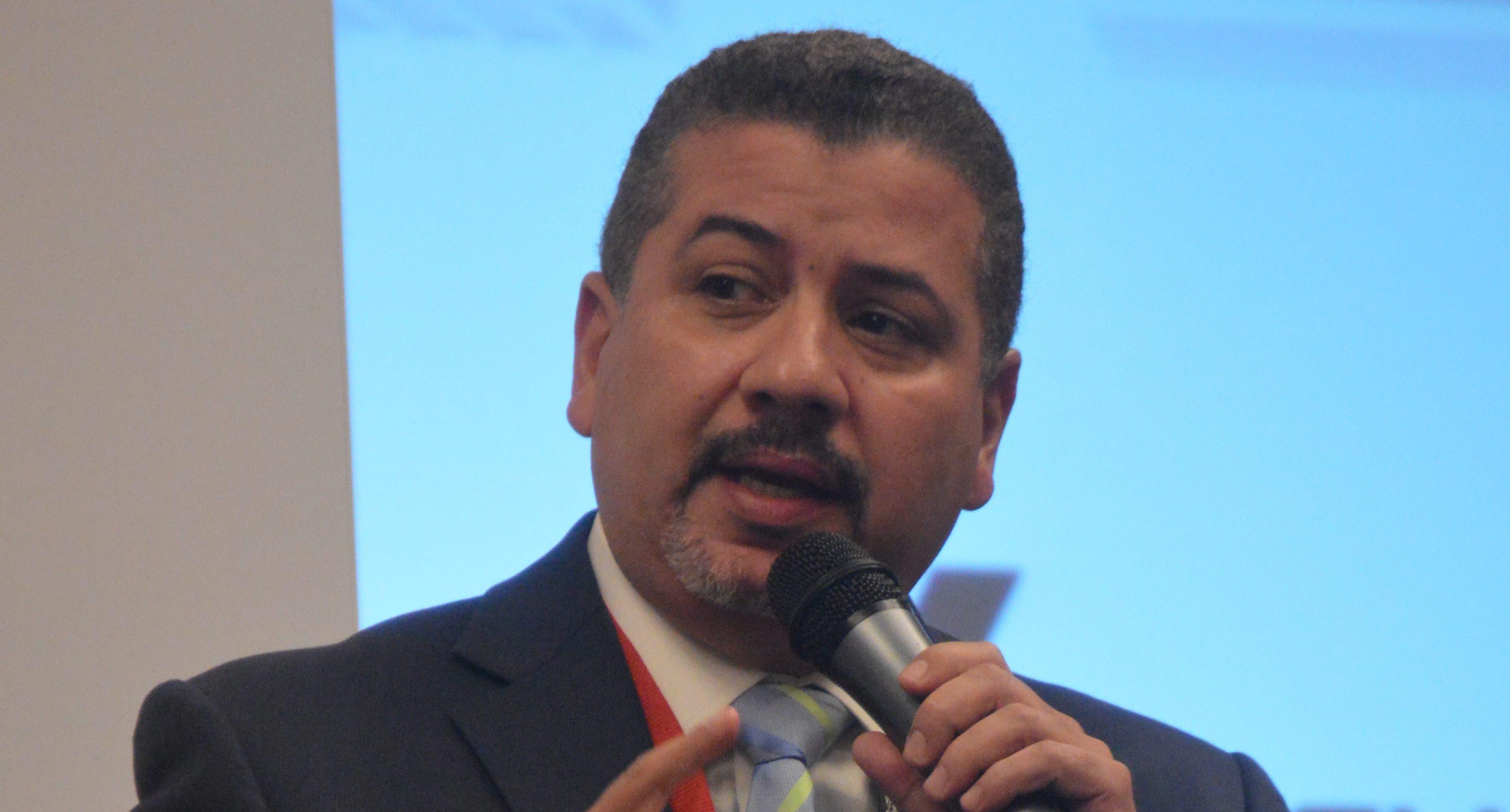 César Fernández exhorta al gobierno incentivar población para acelerar plan vacunación