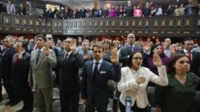 Los 18 gobernadores del oficialismo se juramentaron  ante la Asamblea Constituyente del país.