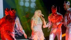 La mexicana Yuri entregó un concierto que dio la oportunidad para ver la fuerza que tiene esta cantante en escena.