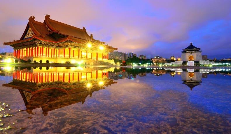 El memorial Chiang Kai-shek llama la atención por su estructura.