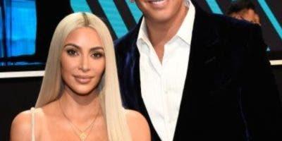 Kim Kardashian posa junto a Alex Rodríguez durante el concierto