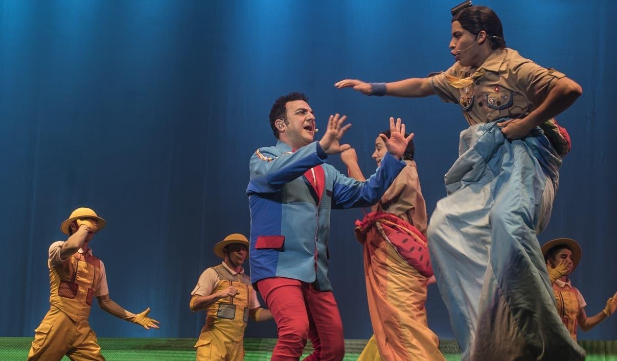 """Una escena del espectáculo presentado por el """"Capitán Topa"""", traído al país por Saymon Díaz."""
