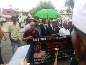 Amigos y familiares del asesinado Yuniol Ramírez poden justicia por el caso. Foto: Teresa Casado.