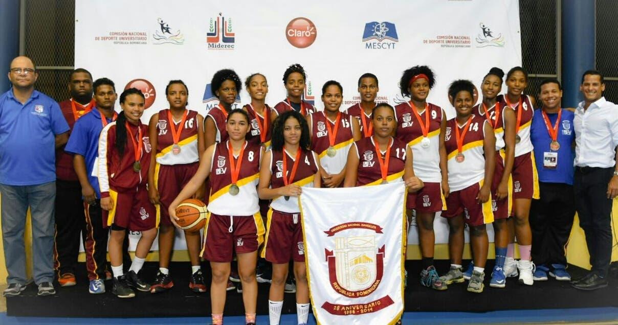 Integrantes del equipo de baloncesto de la Unev,  ganador del oro en el básked universitario.