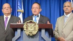 El ministro de Agricultura, Ángel Estévez, habló en rueda de prensa tras reunirse con el Presidente.