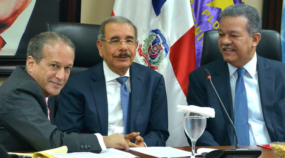 Reinaldo Pared Pérez, el presidente Danilo Medina y Leonel Fernández durante reunión de anoche.