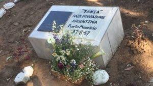 """""""Tania"""" tiene una tumba simbólica en las afueras de Vallegrande, donde encontraron su cuerpo. (Foto: Luis Velasco/BBC Mundo)"""