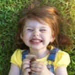 Mantener un estado de ánimo positivo en los niños puede ser un gran reto para los padres.
