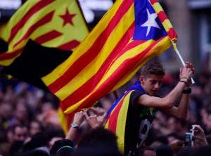El Parlamento de Cataluña aprobó el viernes una moción donde establece una república independiente de España.  / AFP / PIERRE-PHILIPPE MARCOU