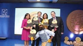 Nurys Marte, vicepresidente de Negocios;  Gustavo Ariza, vicepresidente Ejecutivo;  Jinny Alba, vicepresidente de Tesorería y Jesús Cornejo, vicepresidente de Riesgos de APAP.