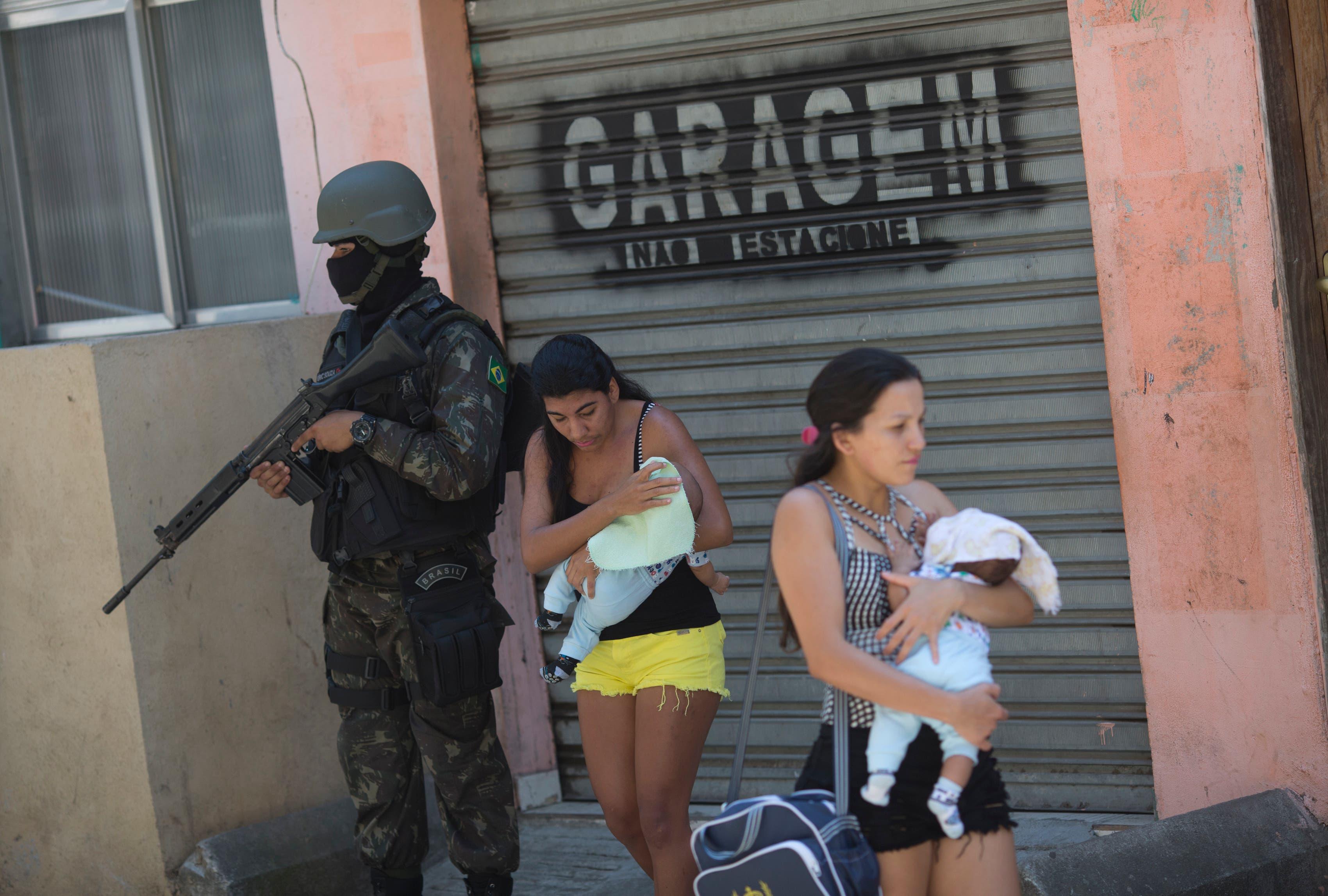 El médico estuvo secuestrado nueve horas y, antes de ser liberado, fue obligado a atender a un hombre con una herida de bala en una clínica particular en la Baixada Fluminense.