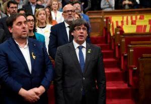 El presidente y vicepresidente regional de Cataluña Carles Puigdemont y Oriol Junqueras.