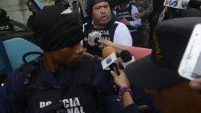 José Antonio Mercado Blanco (eL Grande) cuando era conducido al tribunal donde se le conoce medida de coerción junto a otros implicados en el asesinato de Yuniol Ramírez. Foto: José De León.