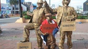 estatuas-vivientes-denuncian-situacion-de-sanchez-ramirez