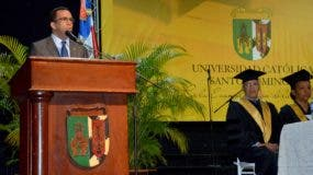 navarro-graduandos-catolica