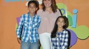 Nazzira Santana e hijos Cloe Melo y Juan José Melo.