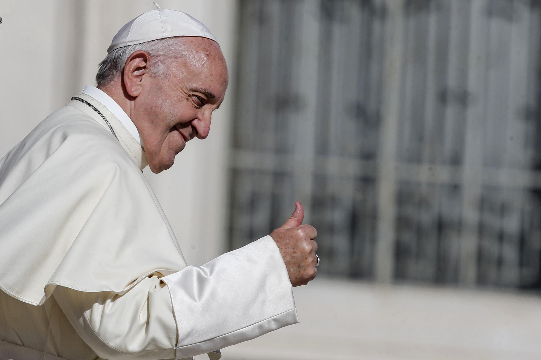 El papa Francisco tras su audiencia semanal en la Plaza de San Pedro en el Vaticano el 11 de octubre del 2017. El papa dijo que el catequismo de la Iglesia católica se debe reformar para que establezca nuevas normas sobre la pena de muerte (Fabio Frustaci/ANSA via AP).