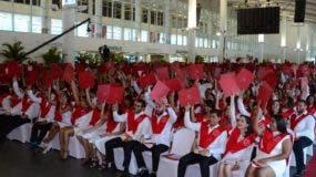 parte-del-grupo-de-las-graduandas-y-graduandos