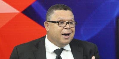 Pérez Vólquez y otros abogados exigen obra.