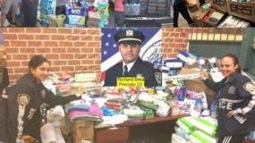 policias-ny-colectan-toneladas-ayuda-para-dannificados-huracanes
