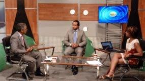 Ricardo Pérez Fernádez (al centro) entrevistado por Javier Cabreja y Ameli Deschamps, en el programa El Día.