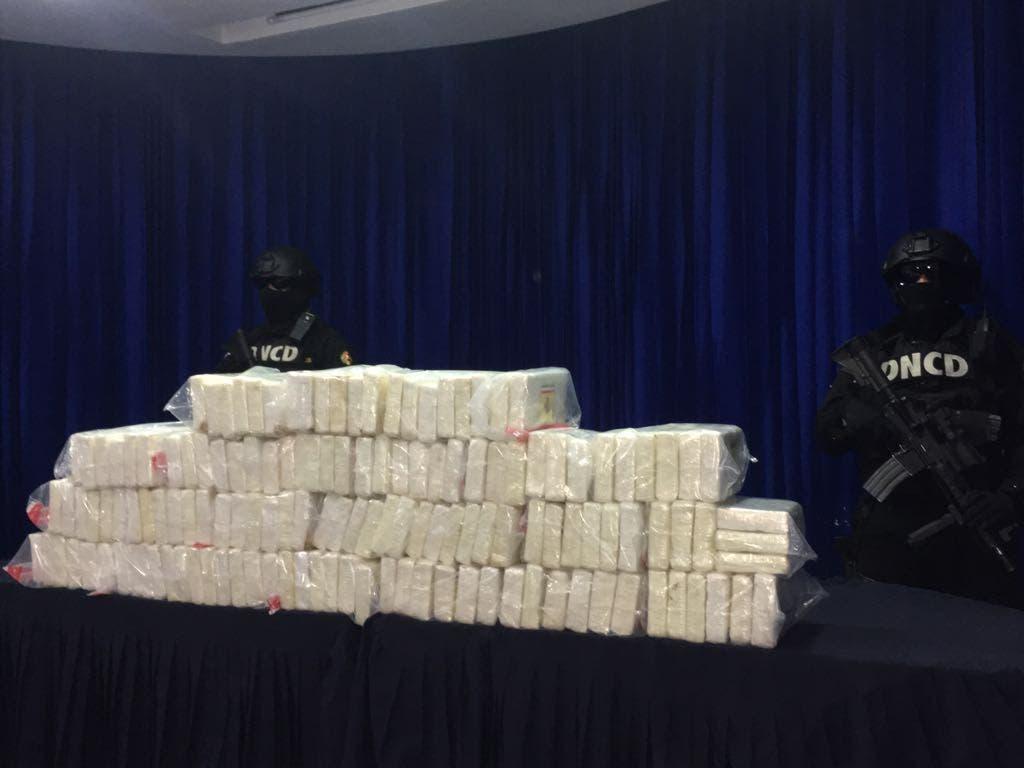 Aduanas suspende e investiga empleado por decomiso 140 paquetes de droga Aeropuerto Las Américas