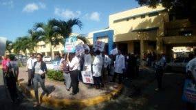 Los médicos marcharán hacia la sede del Ministerio de  Salud Pública. Foto: Dayana Acosta.
