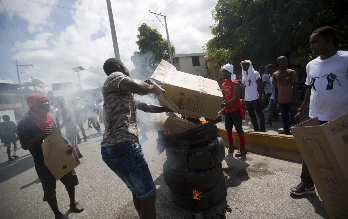 Dispersan a manifestantes que protestan contra presupuesto en Haití