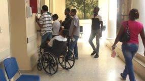 Mientras transcurría el segundo día de paro de labores convocados por los profesionales del Colegio Medico Dominico (CMD)  las emergencias de los hospitales Padre Billini y Salvador B. Gautier estaban abarrotadas