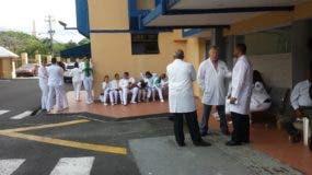 Los médicos mantienen un paro por 72 horas en los hospitales del país.