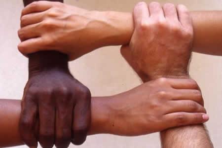 Capital de Colorado combate el racismo por medio de poesías y lecturas