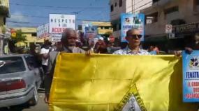 Los médicos marcharon desde el hospital Salvador B. Gautier hasta el Ministerio de Salud Pública.