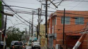 Las líneas eléctricas están abajo después del impacto del huracán María, que afectó la región oriental de la isla en Humacao, Puerto Rico. Foto de archivo.