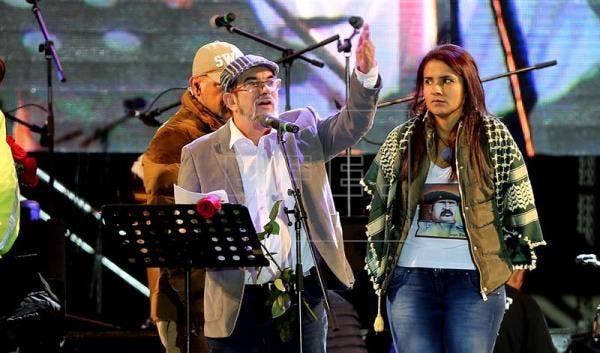 """En la imagen, el ex comandante de las FARC, Rodrigo Londoño, alias """"Timochenko"""", participa en el lanzamiento oficial del partido de las FARC: """"Fuerza Alternativa Revolucionaria del Común"""" en Bogotá (Colombia) el viernes 1 de septiembre de 2017. . EFE/Archivo"""