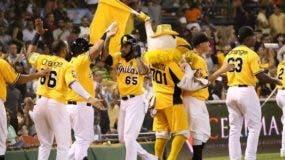 Águilas vencen 11-1 a los Toros y siguen firmes en la cima del béisbol dominicano
