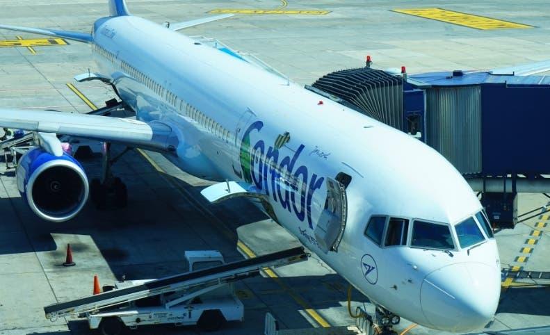 La aerolínea Cóndor se queja de retrasos en sus vuelos en AILA.