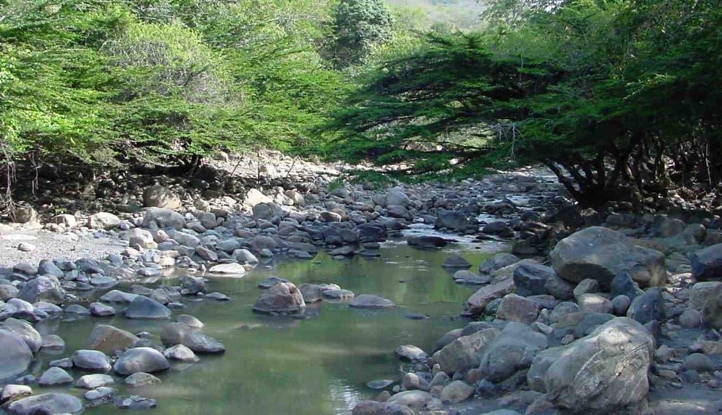 La extracción de agregados y deforestación merma el  caudal  de los ríos.