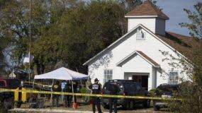 El hecho trágico   ocurrió en un templo de Sutherland Springs, a 45 kilómetros al sureste de San Antonio (Texas).