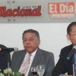 César Castellanos, Juan Bolívar Díaz y Luis Vergés durante su  participación en el Almuerzo del Grupo de Comunicaciones   Corripio.