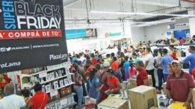 Como todos los años las tienda fueron abarrotadas por los dominicanos para aprovechar   ofertas.