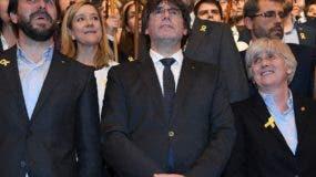 Carles Puigdemont reunido con 200 alcaldes independentistas.