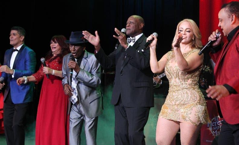 Varios artistas acompañaron a Joseíto Mateo en el espectáculo.