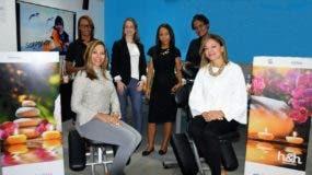 Carmiña y Rossy Ortiz,  de programación H2O, junto a Carolina Corripio, propietaria de Beauty  of Venus, y parte del  equipo de servicio.
