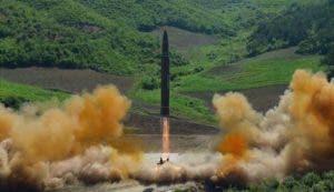 El gobierno de Corea del Norte alardea de un nuevo misil, ya probado, que puede alcanzar todo el territorio de Estados Unidos.