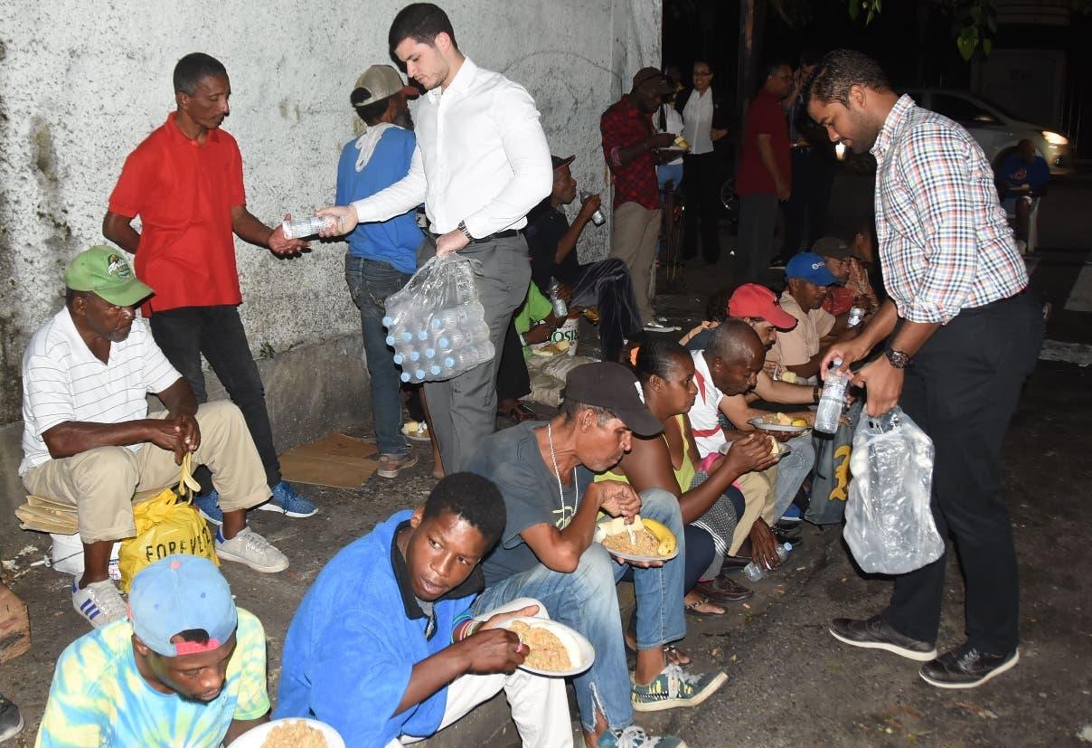Estas personas tienen asegurado el alimento  los martes y jueves cuando se realiza la actividad.