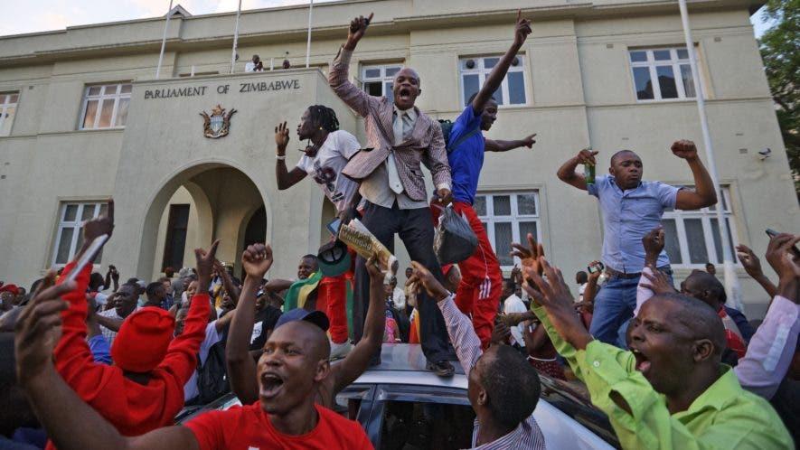 La ONU pidió calma a la población del país africano  tras la renuncia de Robert Mugabe, que estuvo 37 años en la presidencia.